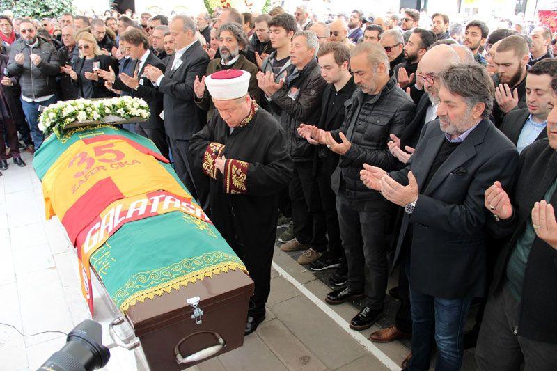 Demet Akbağ eşi Zafer Çika'nın cenazesinde ağlayarak Ata Demirer'in eline sarıldı - Sayfa 5