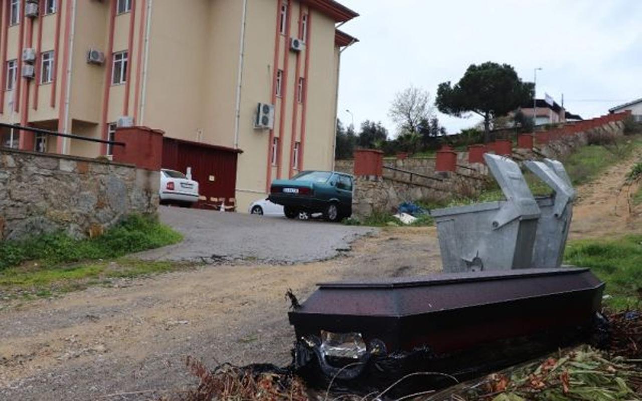Aydın'da çöp kenarına bırakılan tabut paniğe yol açtı