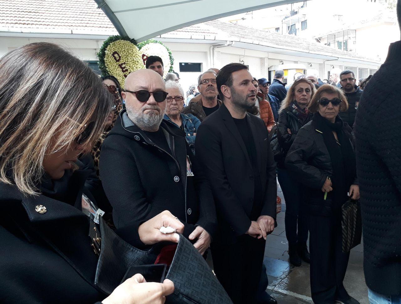 Zafer Çika'nın cenaze töreni eşi Demet Akbağ ve oğlu perişan halde - Sayfa 4