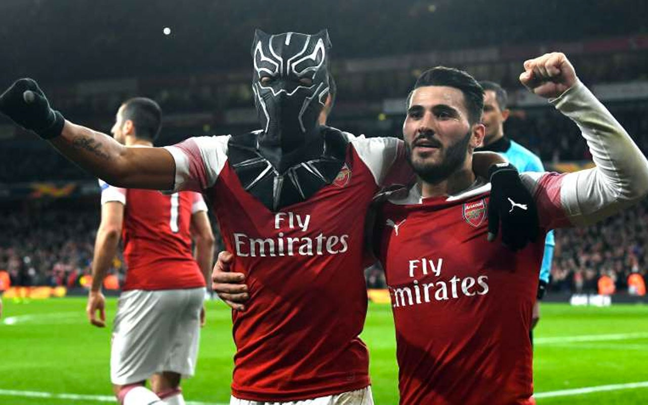 Arsenal zoru başardı turu geçti
