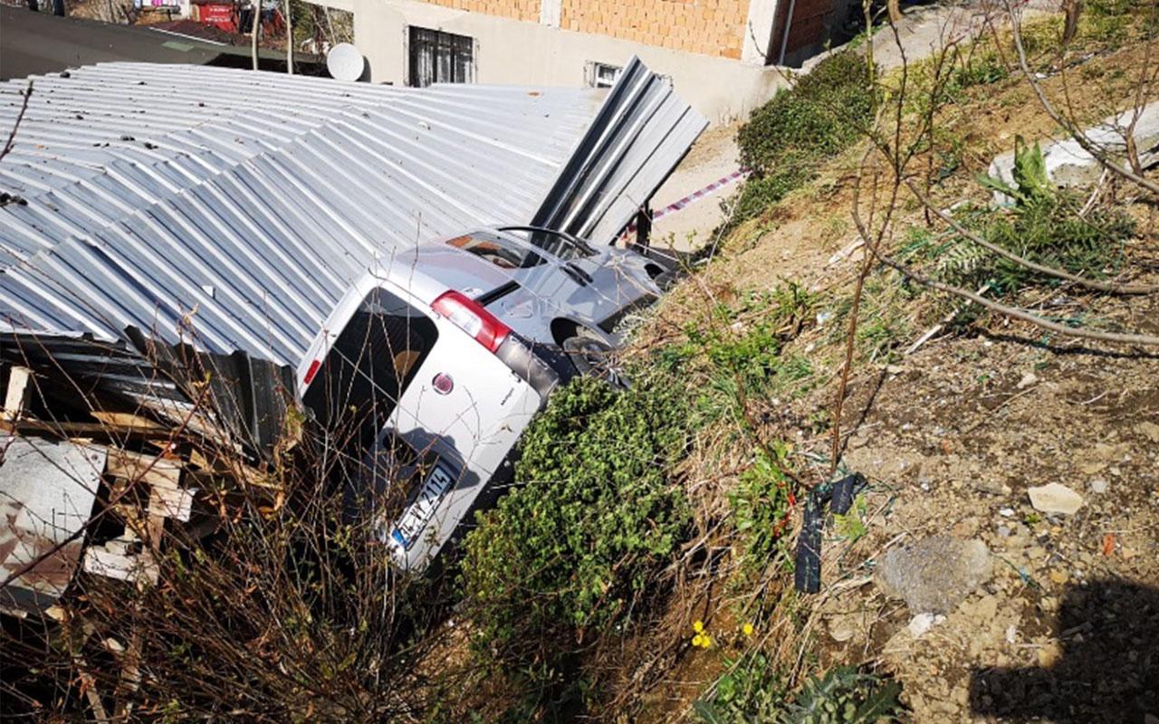 Çatısına 4. kez araba düşen ev sahibi isyan etti!