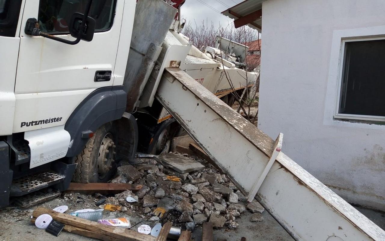 Isparta'da devrilen beton kamyonu altında can verdi