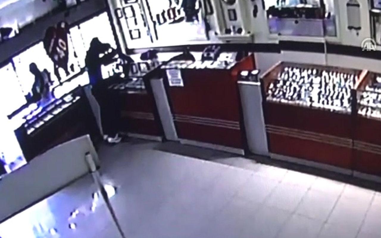 Çorum'da kuyumcu soygunu güvenlik kamerasında