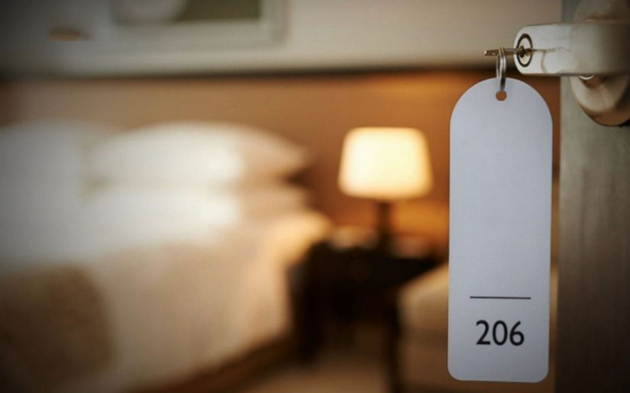 Odaya kamera koyup cinsel ilişkiyi canlı yayınladılar otelde rezalet