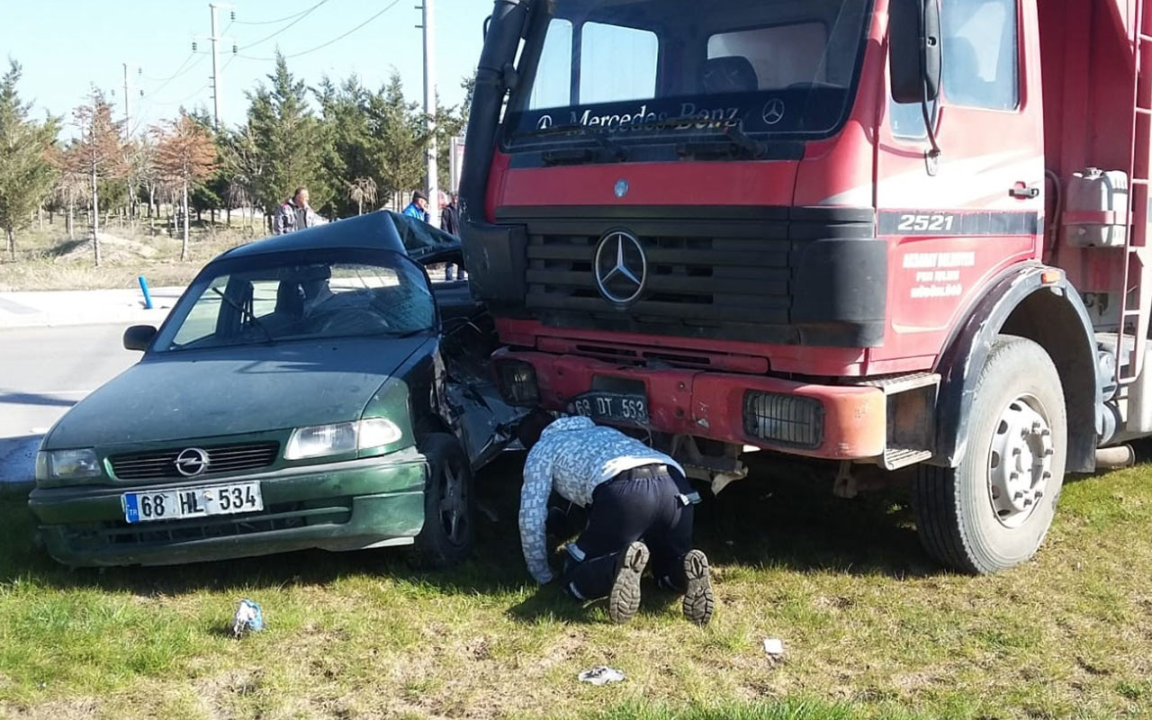 Aksaray'da feci kaza! Kamyon ile otomobil çarpıştı