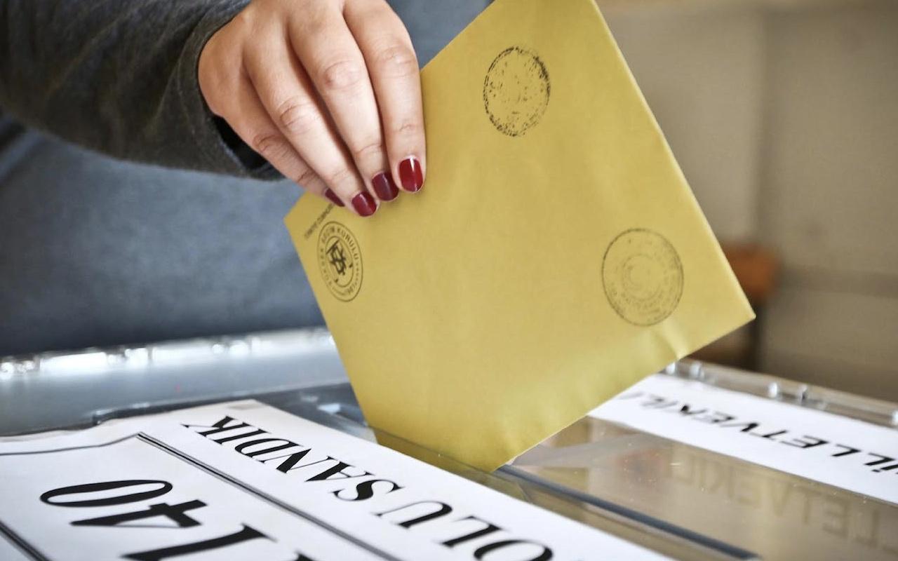 Konya ve Mardin'de oy kullanırken hayatlarını kaybettiler
