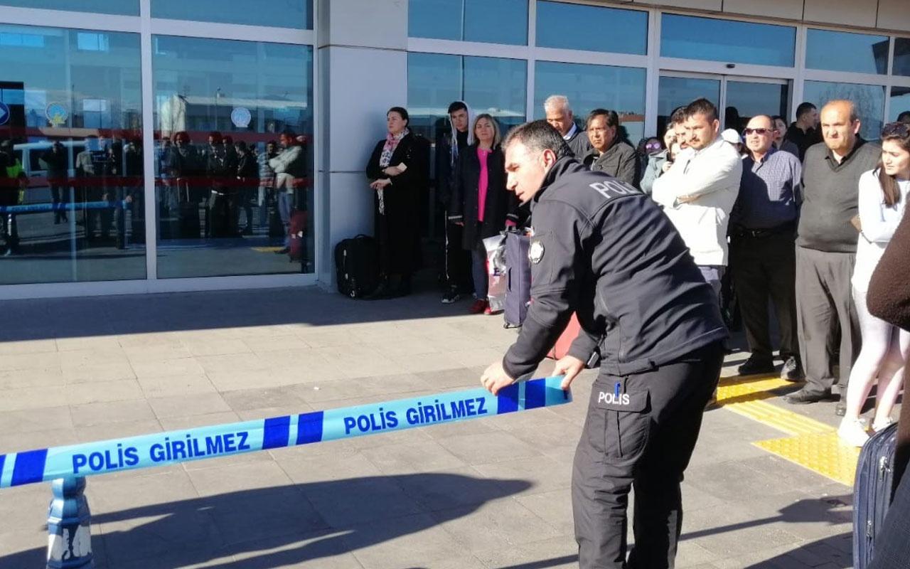 Kayseri Havaalanı'nda silah sesleri duyuldu yaralı polisler var