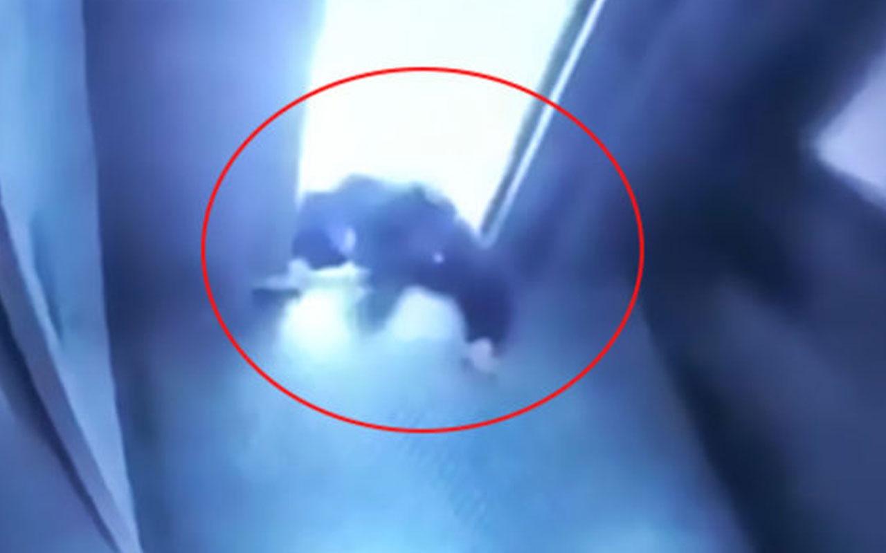 Asansörde korkunç anlar! Bir anda hareket etti