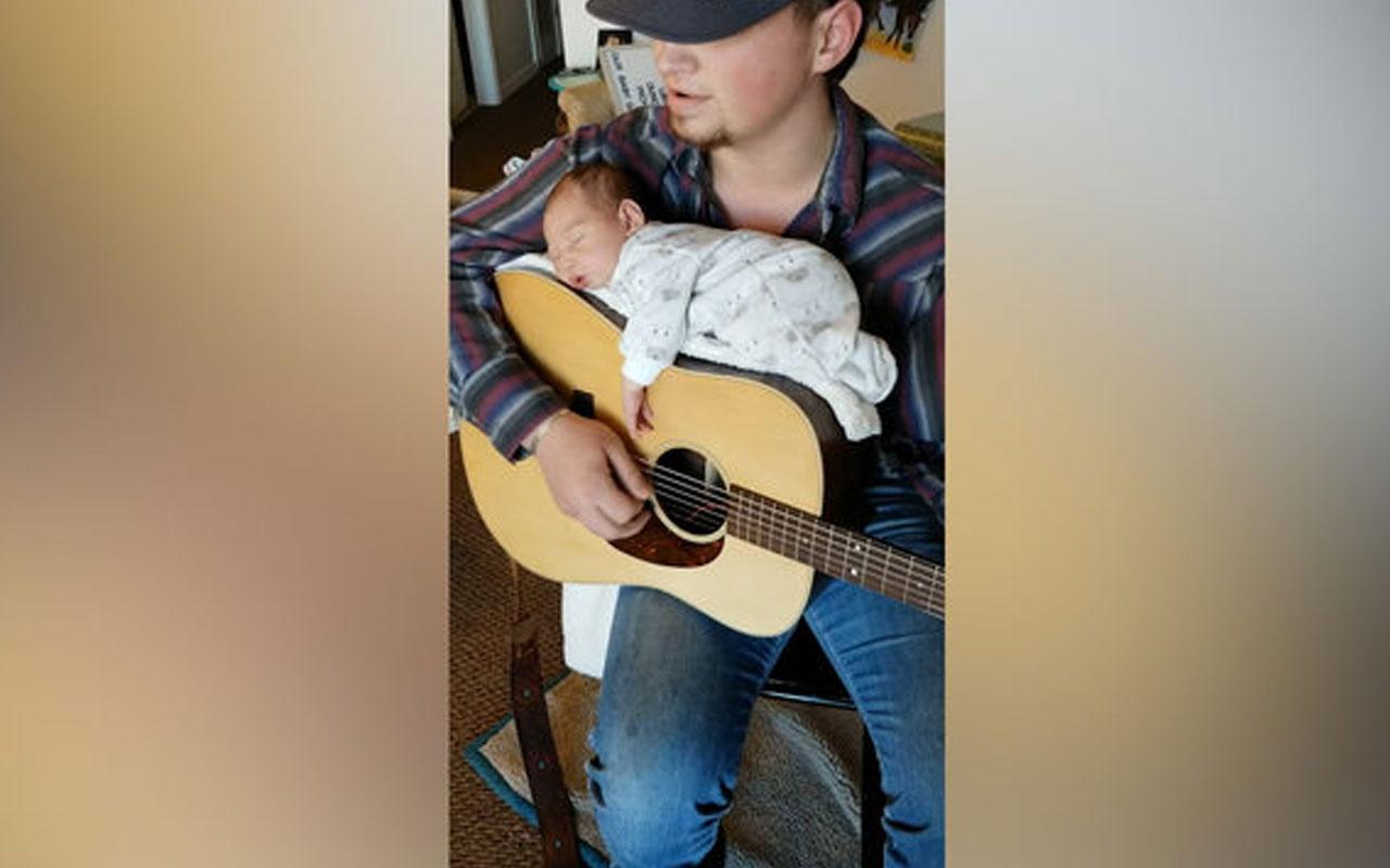 Bebeğine serenat yapan baba sosyal medyada rekor kırdı