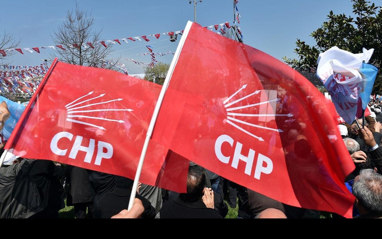 CHP'li Battal İlgezdi Ataşehir'de başörtüsü dağıttı