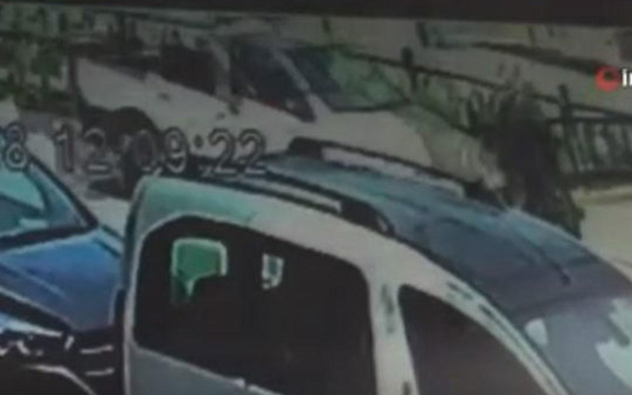 Korkunç kaza kamerada! Yaya geçidindeki kadına araç böyle çarptı