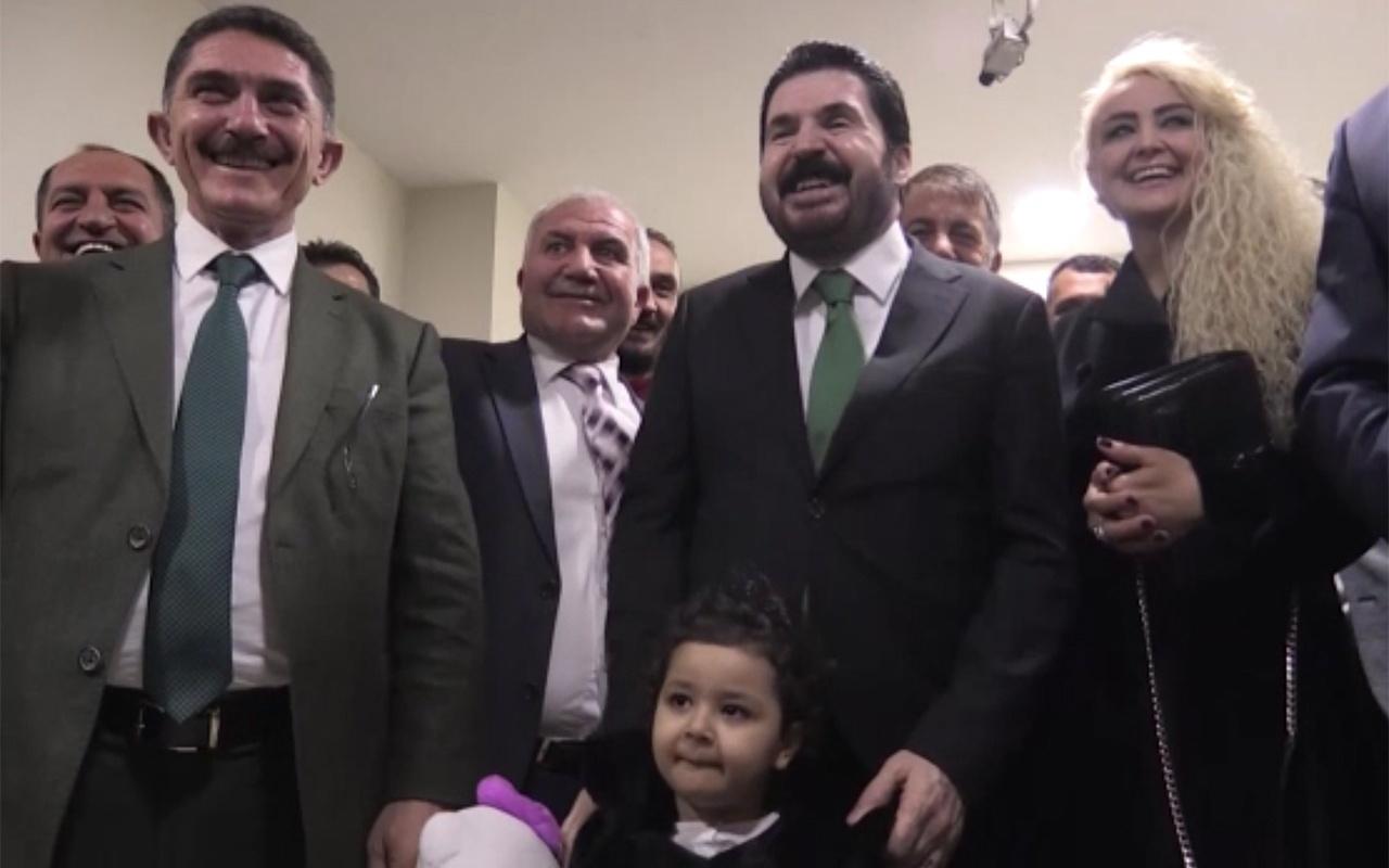 Ağrı Belediye Başkanı Savcı Sayan mazbatasını aldı
