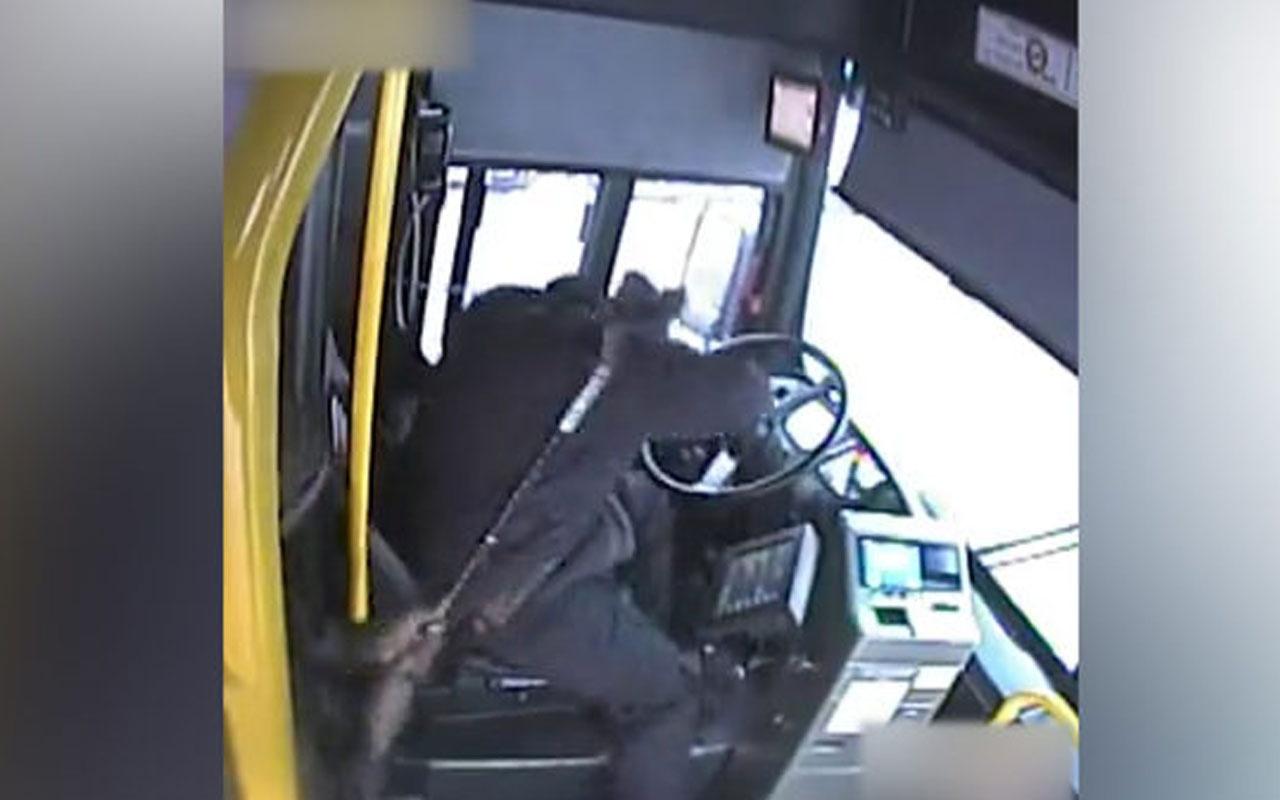 Yaşlı adamın otobüs şoförüne bastonlu saldırısı kamerada