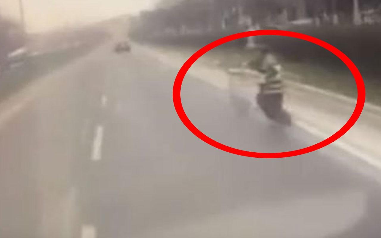 Yola fırlayan kadını gördü tehlikeli o anlar kamerada