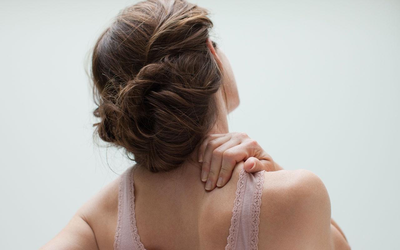 Omuz ağrısının sebebi nedir? İki aydan uzun sürüyorsa...