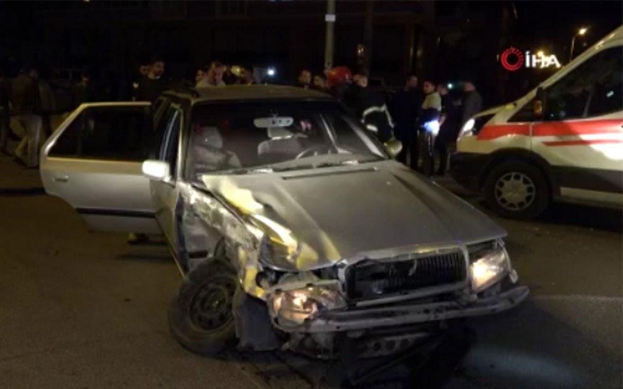 Kırıkkale'de 2 otomobil kafa kafaya çarpıştı: 2'si ağır 3 yaralı