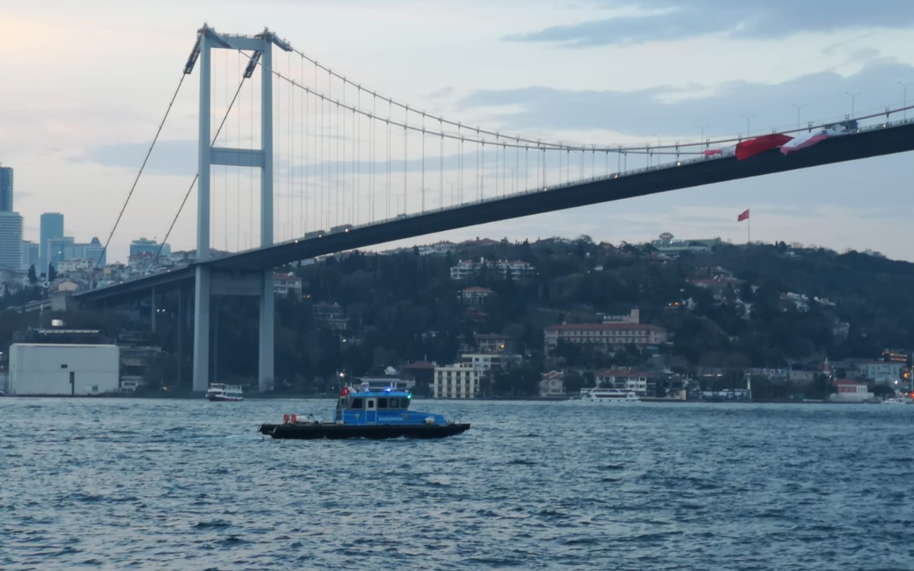 İstanbul'da köprüden atlayarak intihar eden kişiyi arama çalışmaları sürüyor