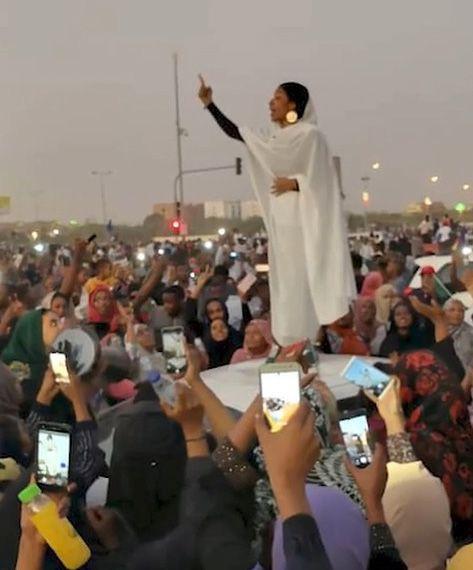 Sudan gelini viral oldu! Darbeyi ateşleyen gelinin kim olduğu ortaya çıktı - Sayfa 11