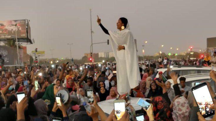 Sudan gelini viral oldu! Darbeyi ateşleyen gelinin kim olduğu ortaya çıktı - Sayfa 7