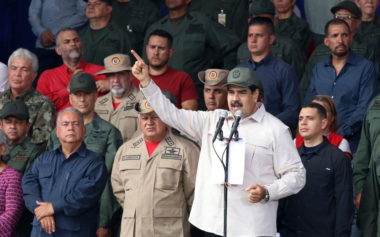 Venezuela'da Nicolas Maduro'dan gövde gösterisi 2 milyon milis toplandı