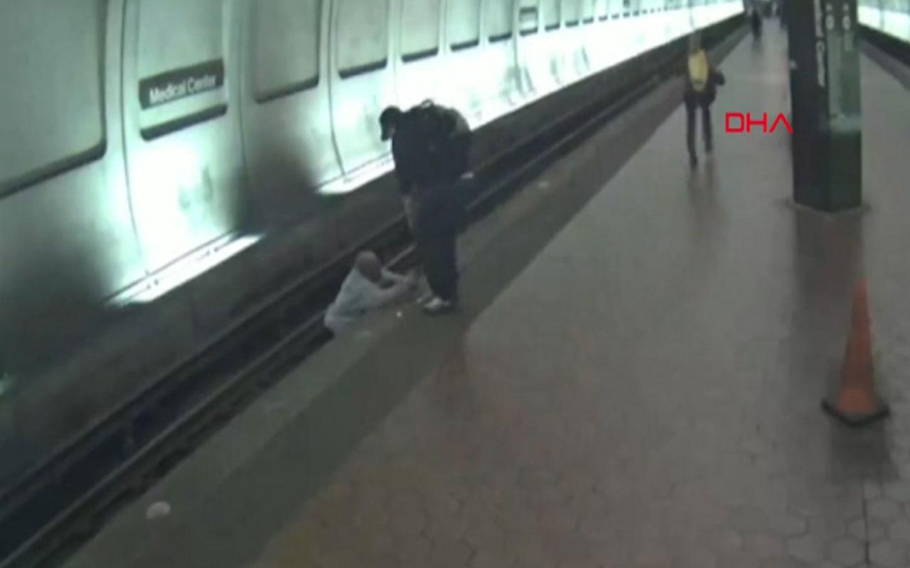 Görme engelli adam raylara düştü bakın nasıl kurtarıldı