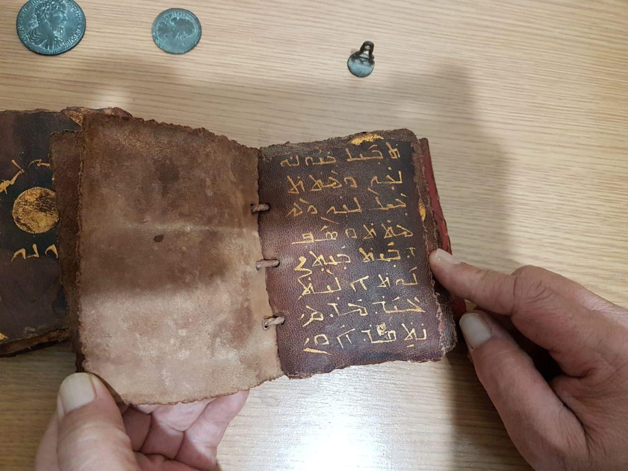 Adana'da ceylan derisi üzerine altın işlemeli tarihi İncil ele geçirildi - Sayfa 3