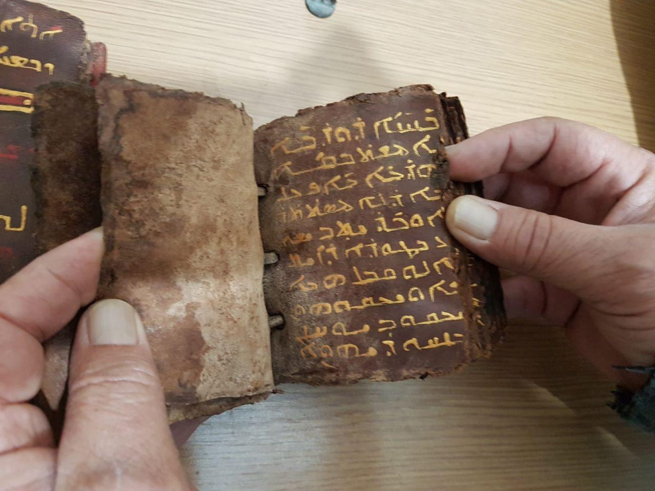 Adana'da ceylan derisi üzerine altın işlemeli tarihi İncil ele geçirildi - Sayfa 1