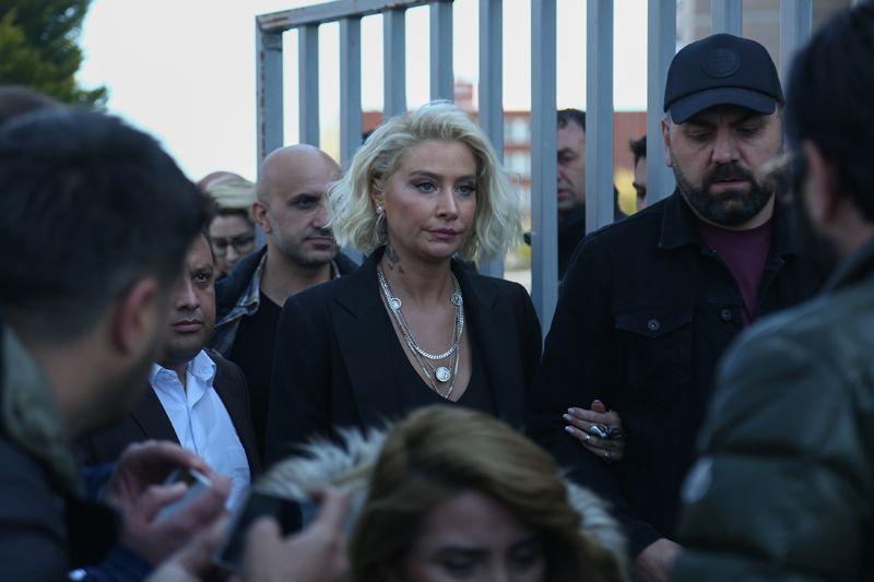 Ahmet Kural'dan olay Sıla Gençoğlu iddiası : Hem erkek hem kadınlarla!