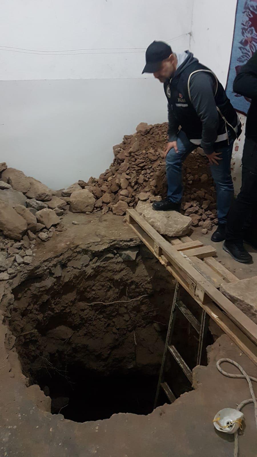 Kiraladıkları evde Eretna Devleti sultanlarının mezarlarını aradılar