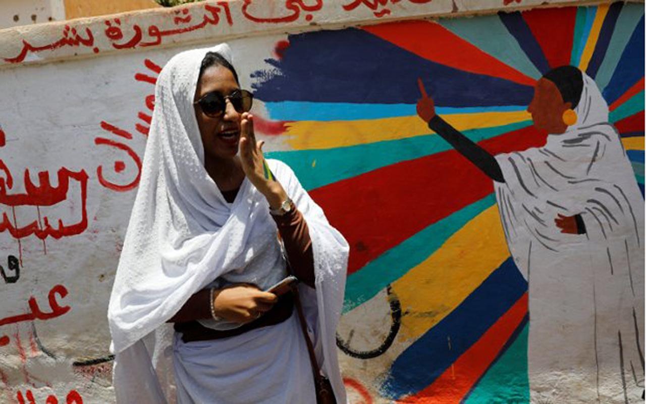 """Sudan'da değişimin sembolü """"Beyaz gelin"""" Alaa Salah: Hepimiz Kandka'yız"""