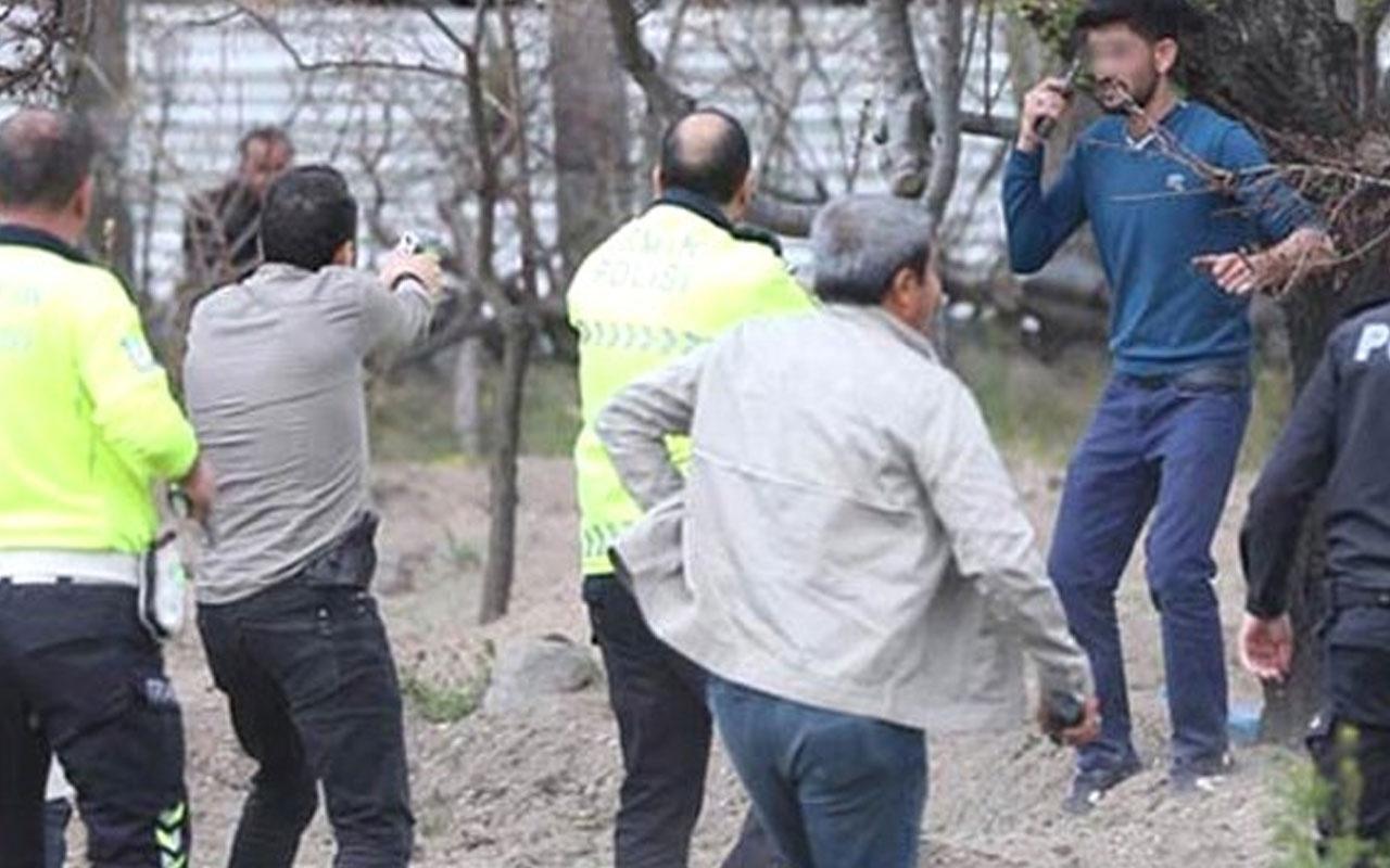 Polis sıkıştırınca silahı kafasına dayadı
