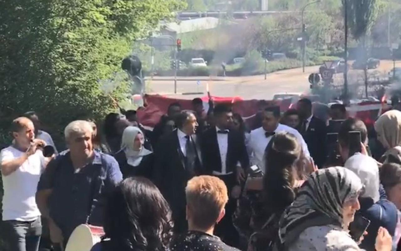 Türk düğünü Almanya'ya damga vurdu! Bayrak, konvoy, meşaleler...