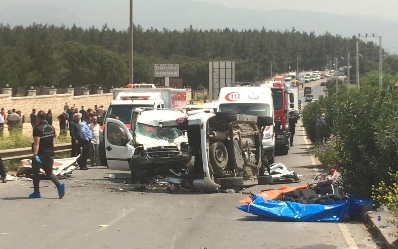 İzmir'de feci kaza: 3'ü çocuk 7 kişi öldü