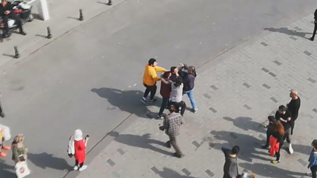 Taksim'de 'meydan' dayağı! İki sevgili arasında kavga çıktı