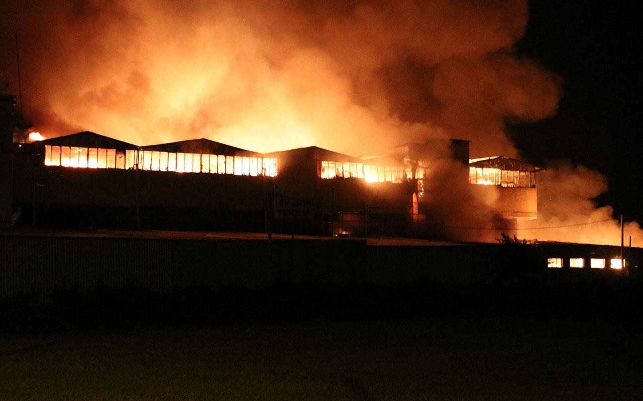 Denizli'de tekstil fabrikası alev alev yandı