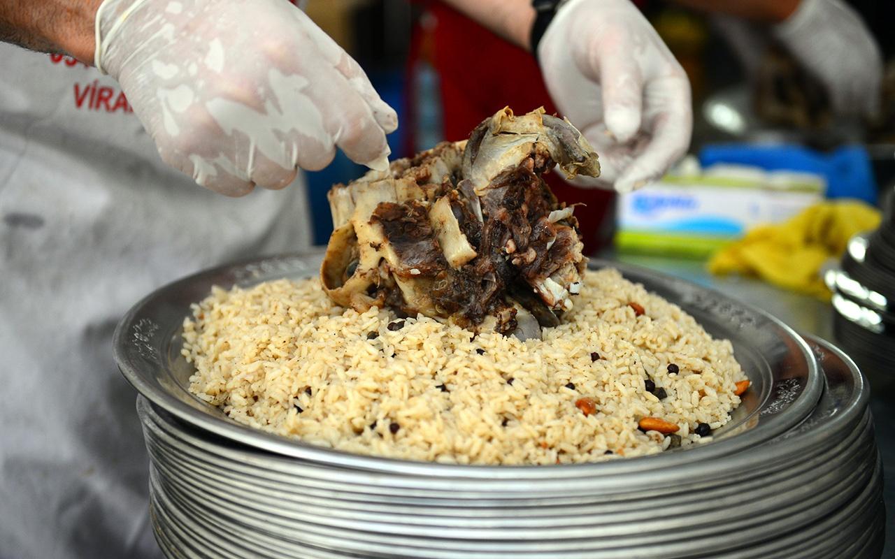 Adana'da aşiret yemeğinde 400 kilo et tüketildi