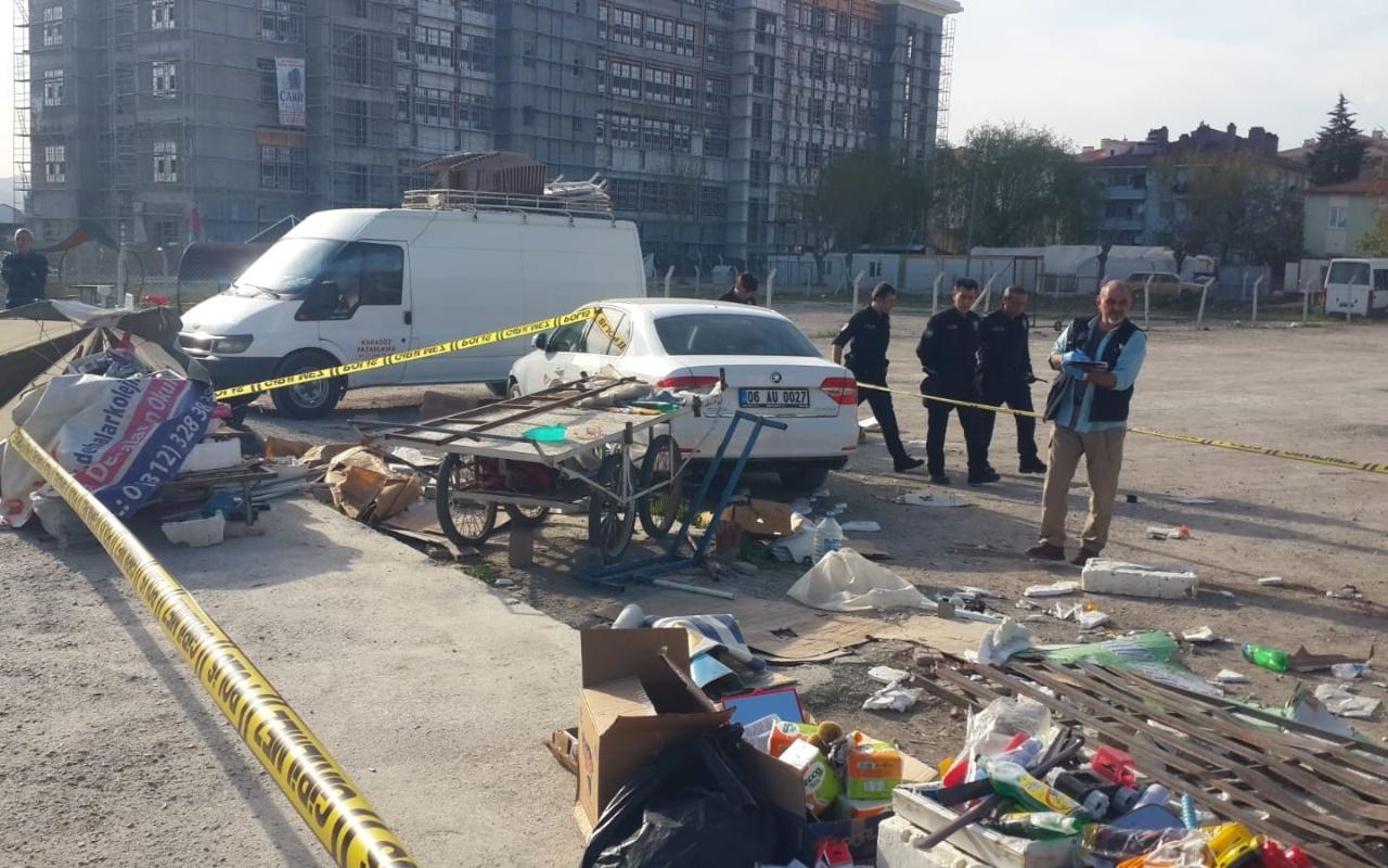 Çorum'da kaza yapan otomobil seyyar satıcıların arasına daldı