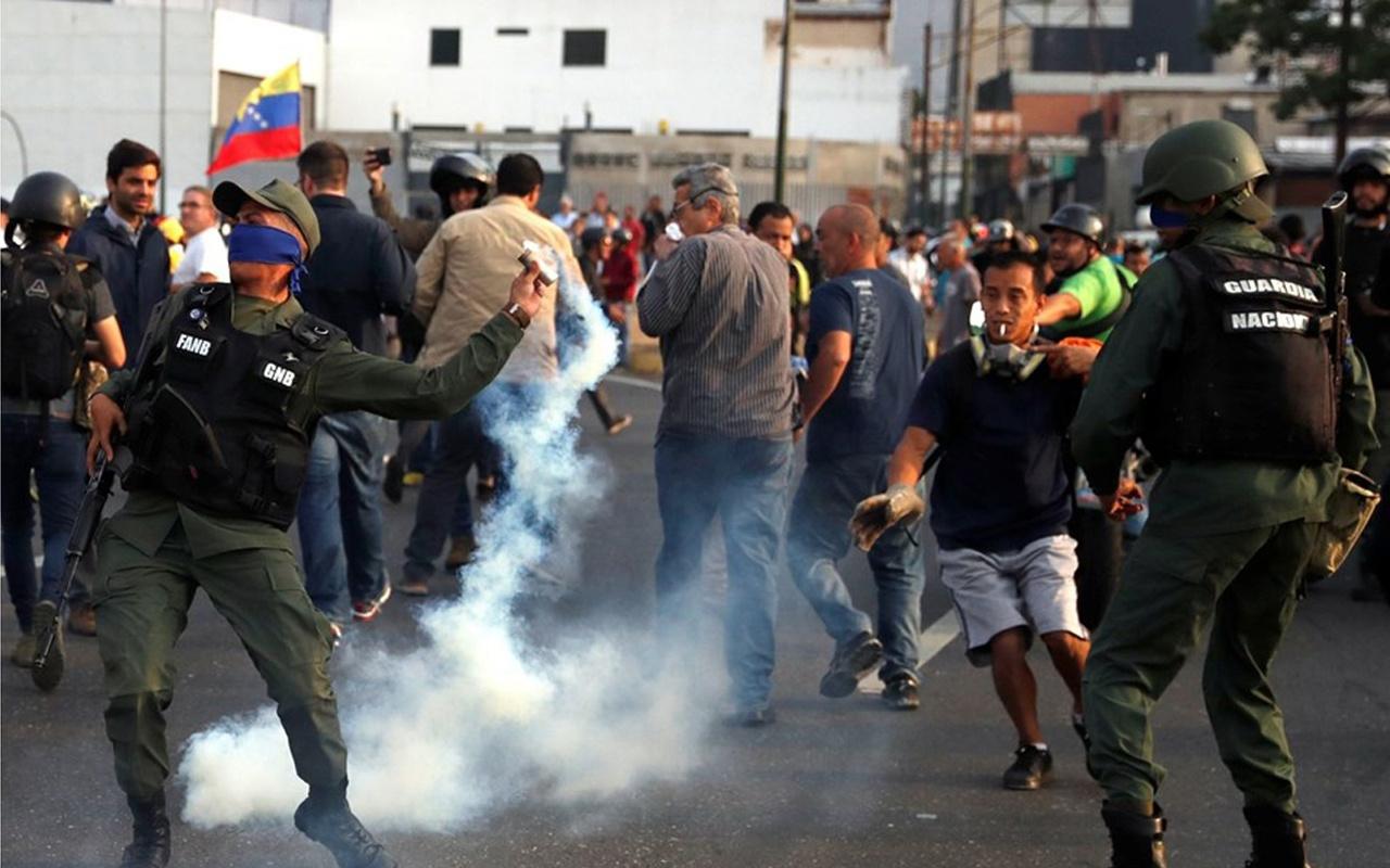 Venezuela'da darbe girişimi! Juan Guaido: son aşamaya geçtik! İşte inanılmaz fotoğraflar...