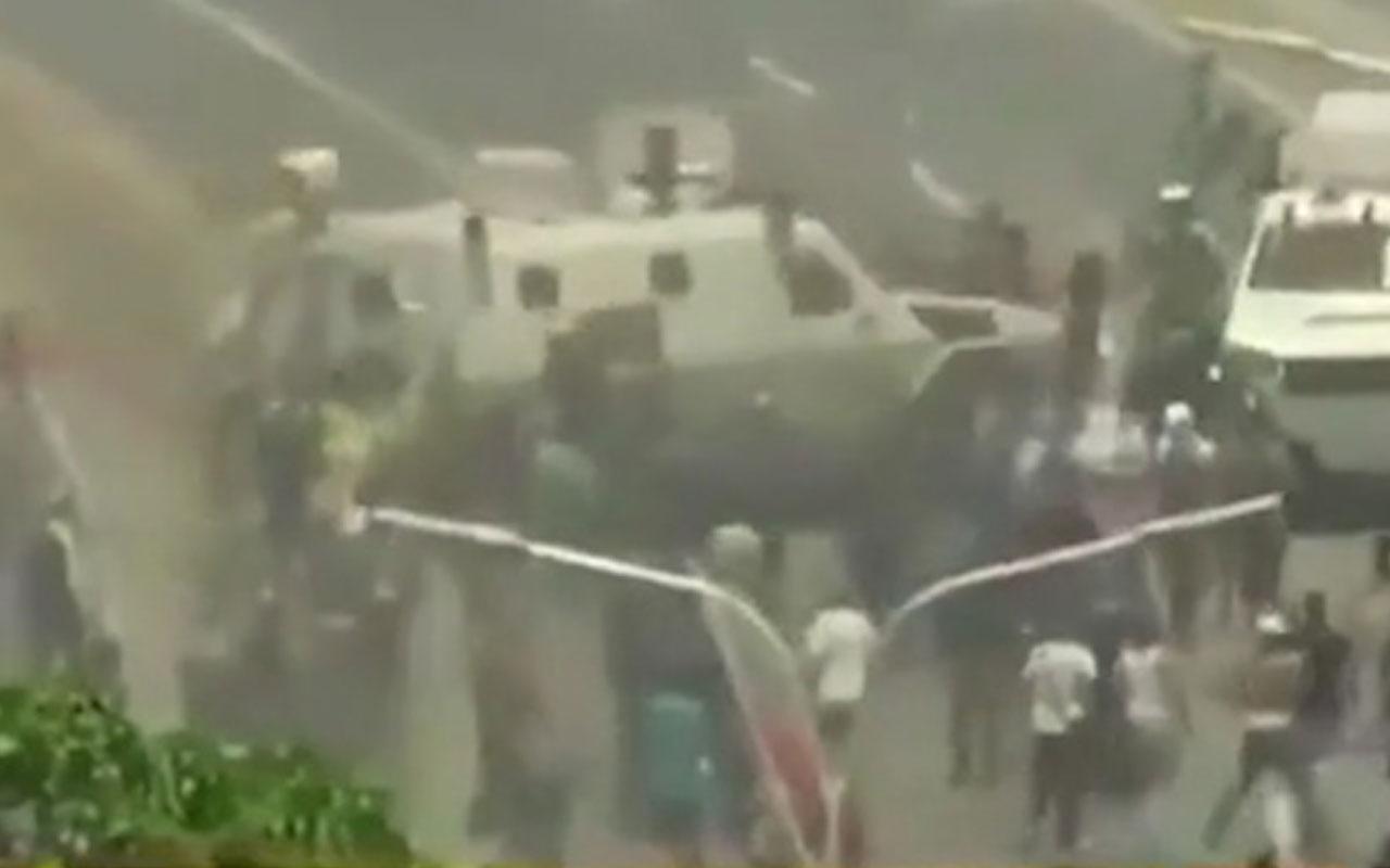 Venezuela'da korkunç görüntüler! Askeri araç halkı ezdi