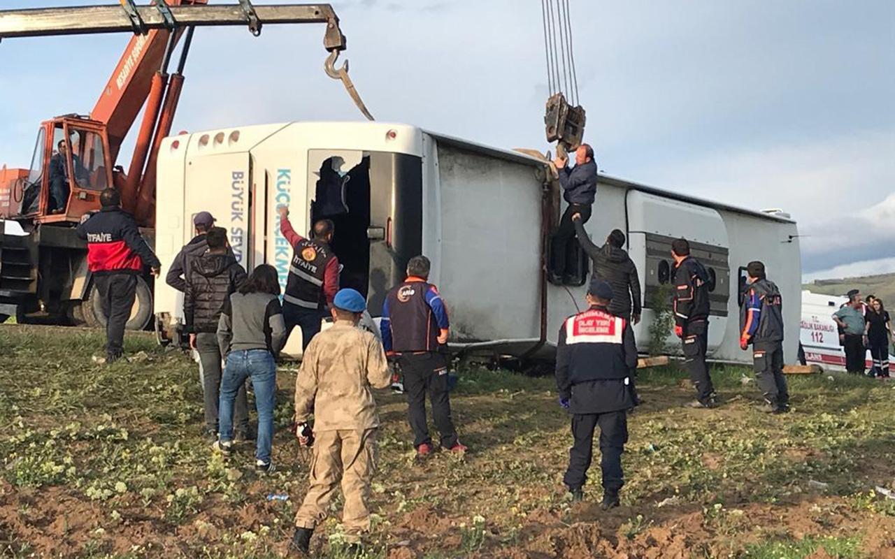 Tokat'ta yolcu otobüsü devrildi 7 ölü 30 yaralı
