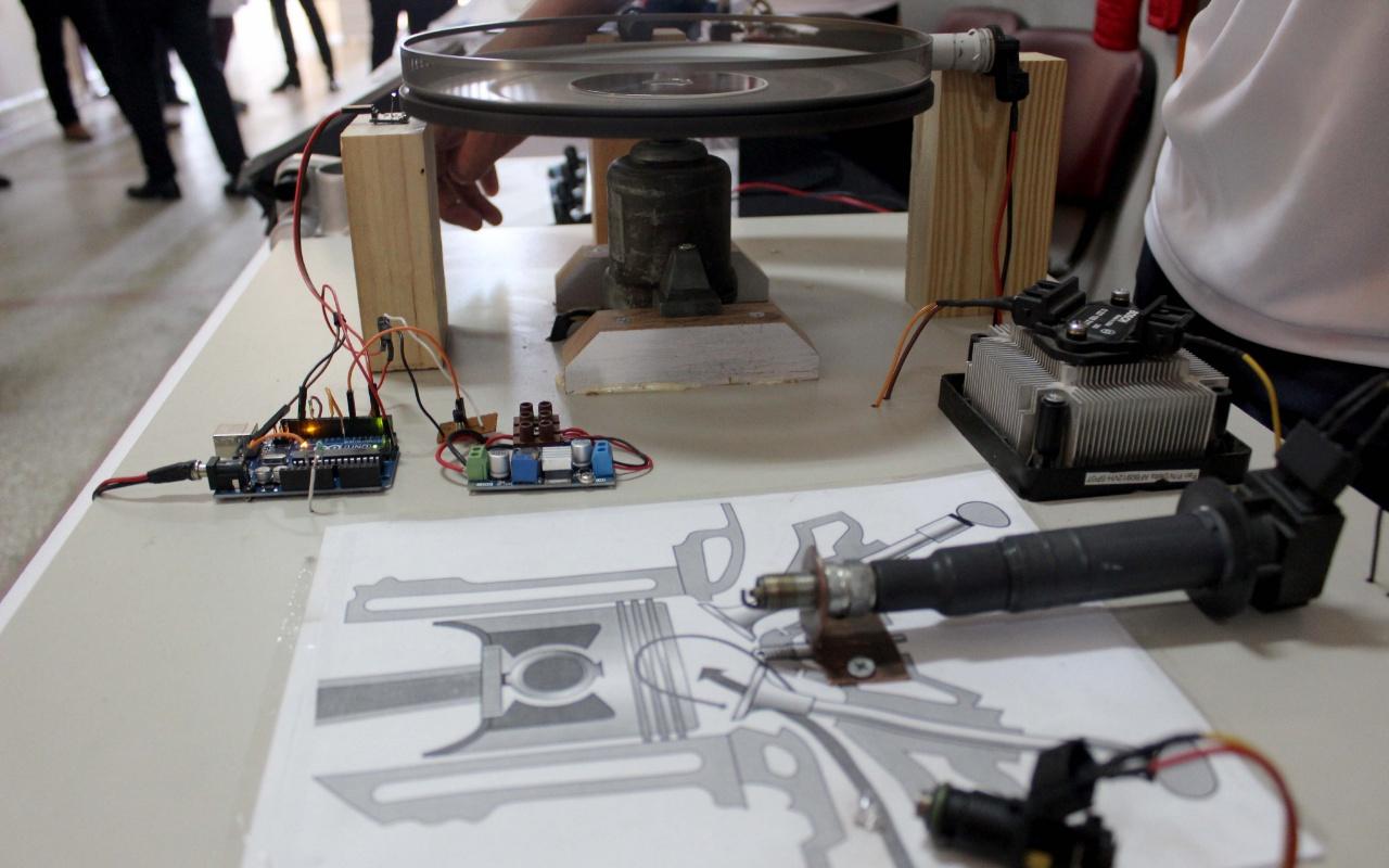 Edirne'de lise öğrencileri benzinli motor yazılımı geliştirdi
