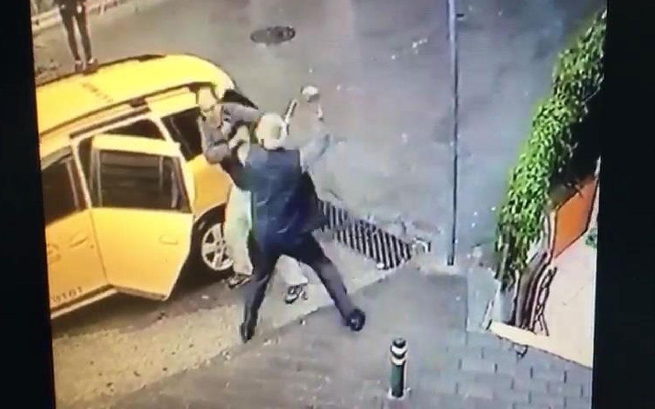 Alacağını isteyen arkadaşını bıçaklama anı kamerada