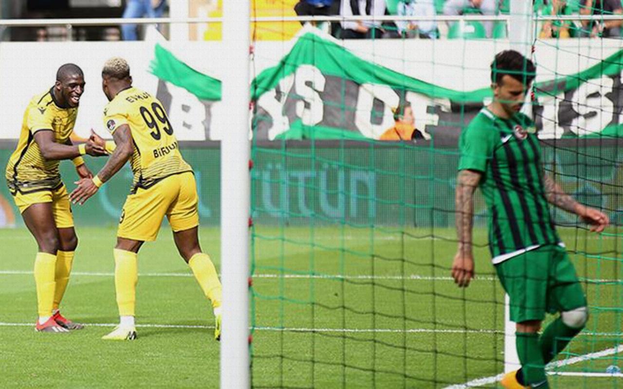Yeni Malatyaspor Akhisarspor'u ateşe attı