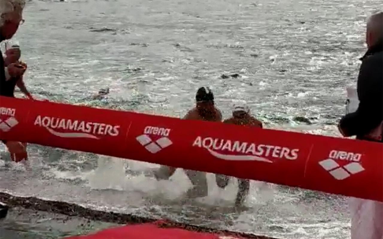 Yüzme şampiyonasında skandal hareket