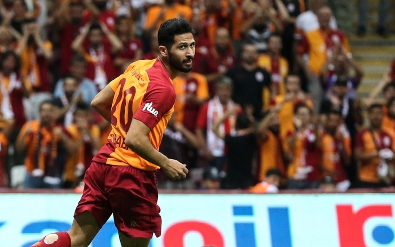 Galatasaraylı futbolcu Emre Akbaba'nın ayağı kırıldı!
