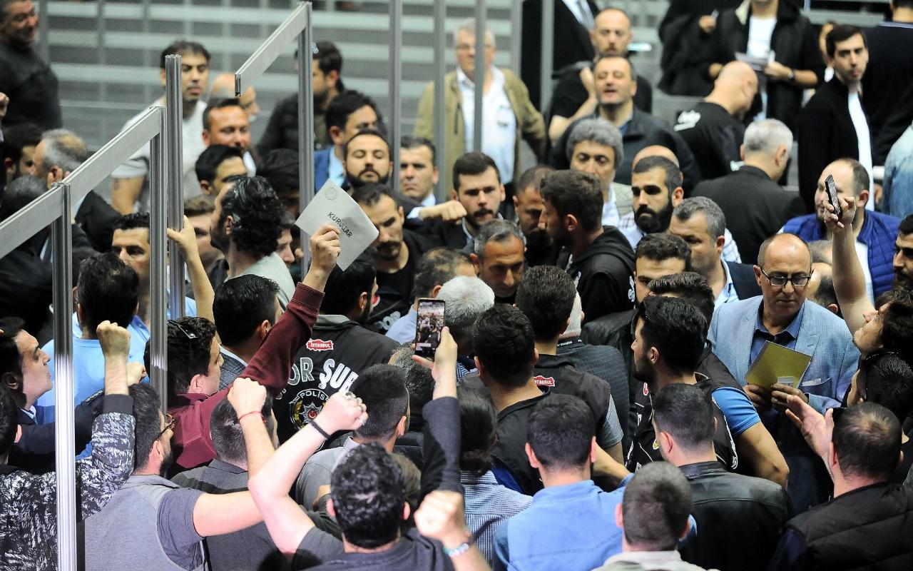 Beşiktaş'ın başkanlık seçiminde gergin anlar