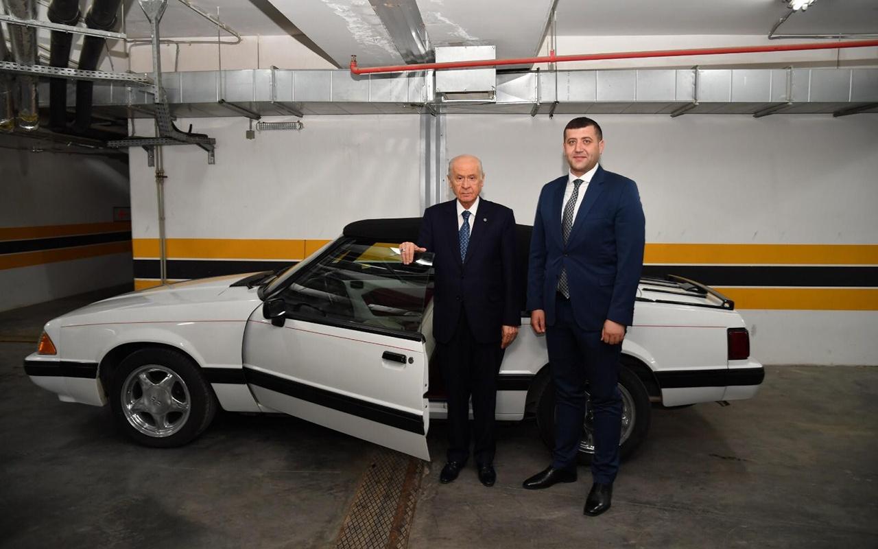 Devlet Bahçeli klasik Mustang aracını Baki Ersoy'a hediye etti