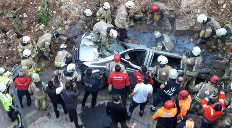 Başakşehir'de istinat duvarı çöktü! Bir kişi hayatını kaybetti ile ilgili görsel sonucu