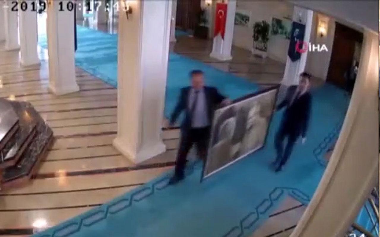 Atatürk Tablosunu, İmamoğlu'nun Ekibinin Duvardan İndirdiği Ortaya Çıktı