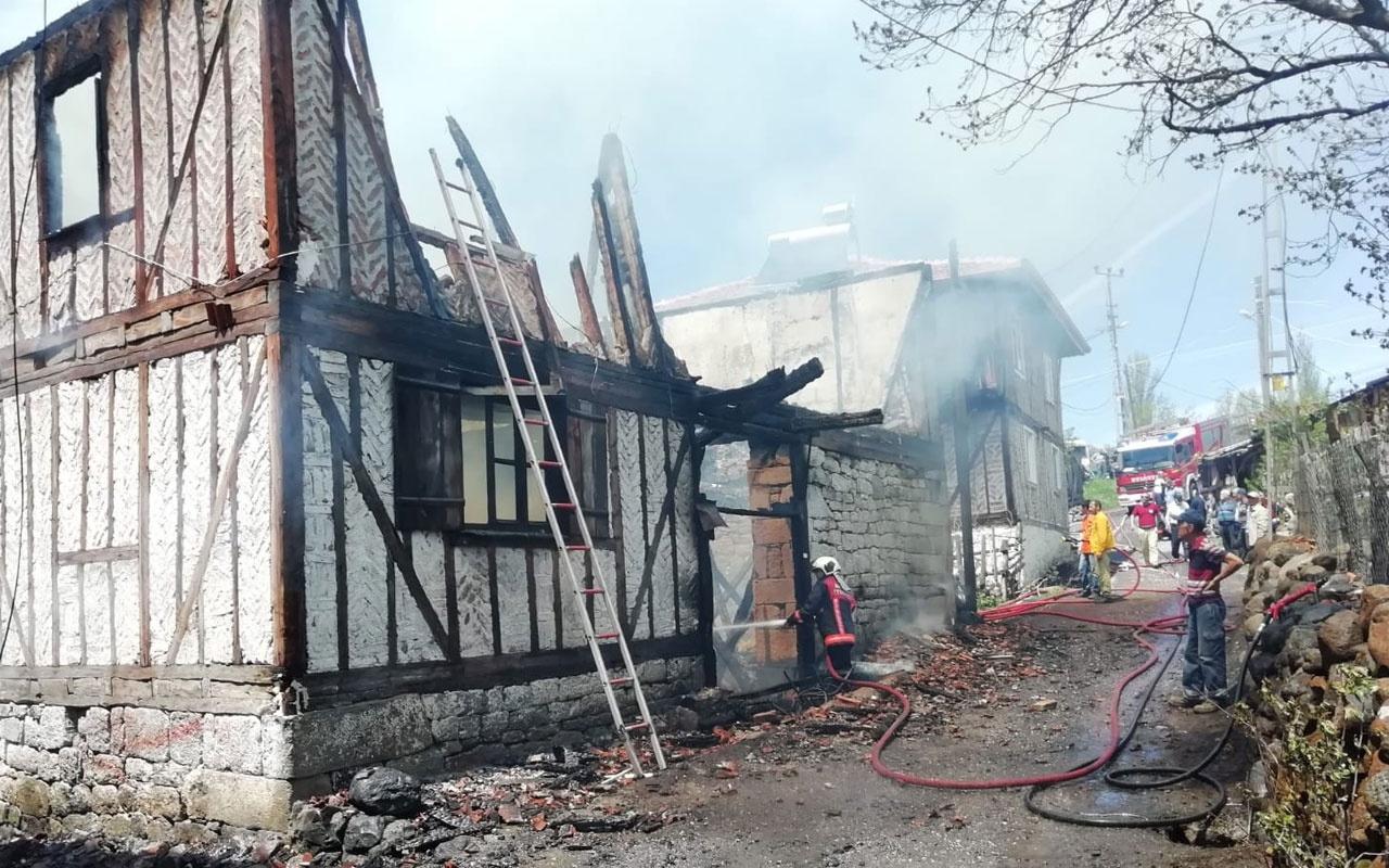 Kızılcahamam'da köyde çıkan yangın itfaiyeyi alarma geçirdi